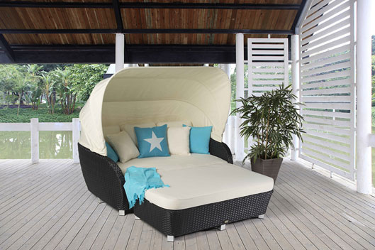 rattan liegestuhl und rattan sonnenliege f r terrasse oder. Black Bedroom Furniture Sets. Home Design Ideas